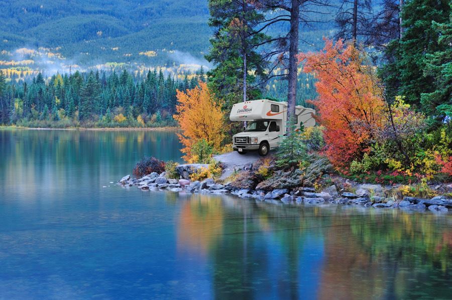 Explore the lakes and mountains of Canada by RV.